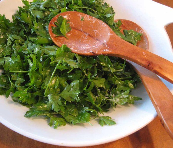 Salata de pătrunjel cu lămâie, plină de vitamine şi cu zero calorii