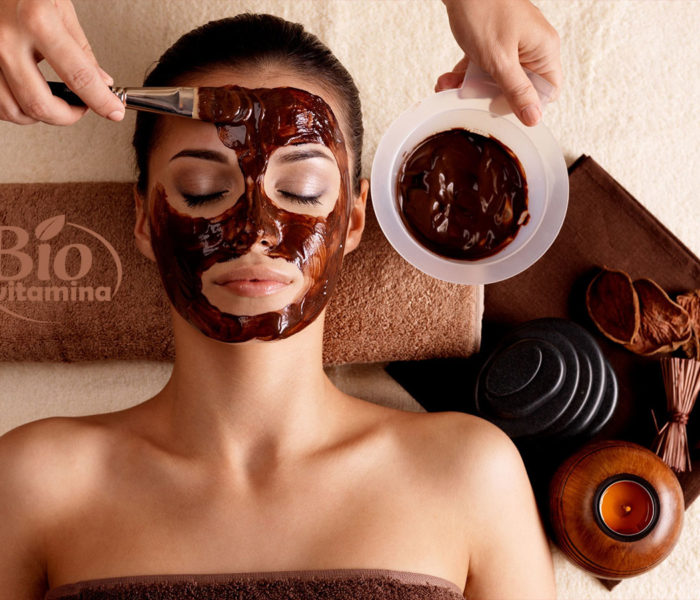 Cum să vă faceţi acasă o mască de ciocolată pentru faţă