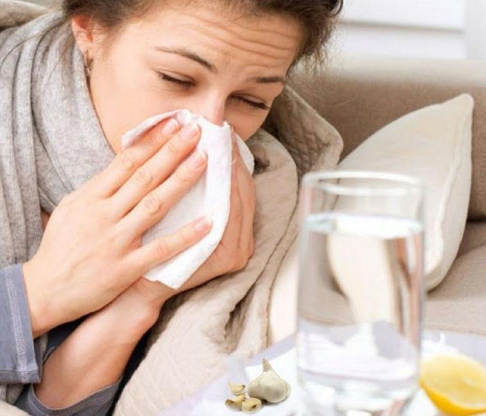 Utilizați usturoi pentru a trata infecțiile gâtului și urechii, provocate de răceală