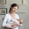 Adulții ar trebui să bea lapte matern uman? Care este adevarul?