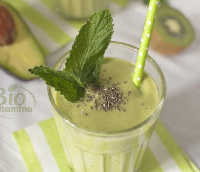 Smoothie cu spanac, avocado şi banană – detoxifiant, plin de vitamine şi minerale