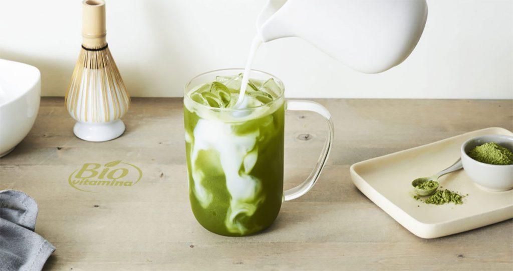 iced-latte-matcha-ceai-pulbera-cura-slabit-idealica