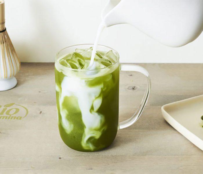 Iced Latte Matcha – băutură răcoritoate cu ceai matcha, bună pentru ficat, slăbit, imunitate, scade colesterolul